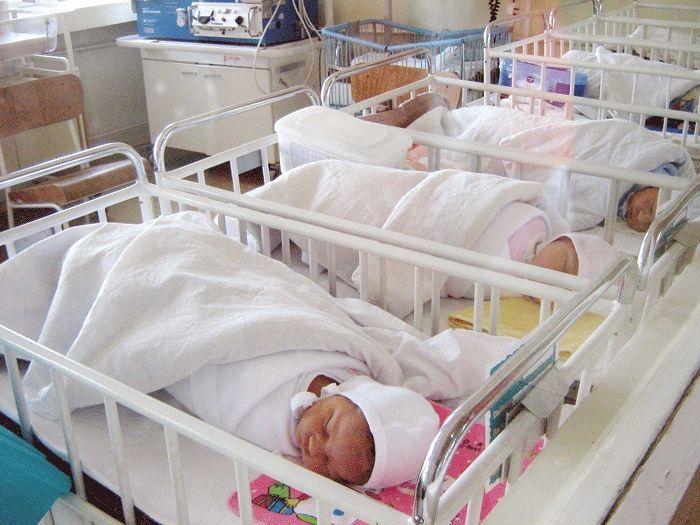 O mie de copii sunt abandonați, anual, în spitale
