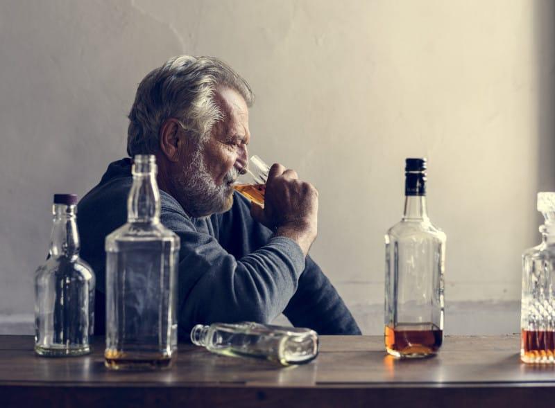 Alcoolismul: definiție, simptome și tratament