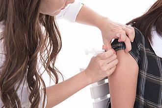 Gegen Gebärmutterhalskrebs: Verhütung und HPV-Impfung