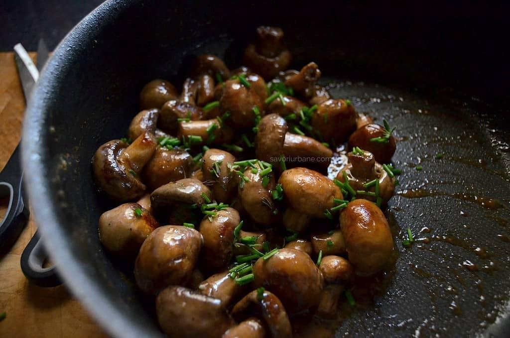 Ciulama de pui cu ciuperci – reteta video